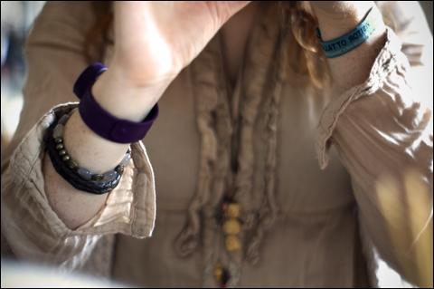 http://la.petite.fleur.violette.cowblog.fr/images/Nouveauxarticles/ChallengeMars/7Somethingyouwore.jpg
